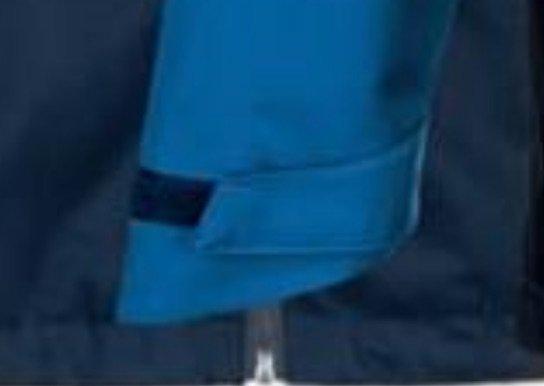 Chubasquero azul marino con capucha color interior azul claro