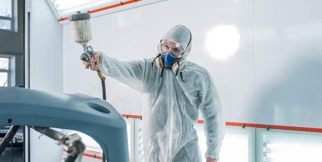 ¿Qué EPI necesito para un puesto de pintura en taller?